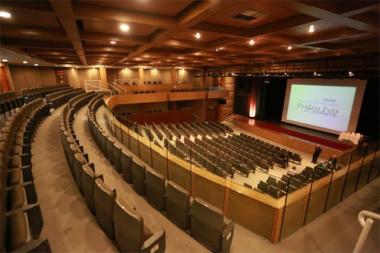 Homenagens marcam os dez anos do Teatro Pedro Ivo Campos, em Florianópolis