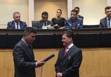 "Daniel Paladino recebe a medalha ""Francisco Dias Velho"""