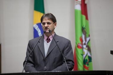 Saretta apresenta proposta de conscientização e apoio