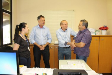 Kammer e Hobold visitam setores no Paço Municipal
