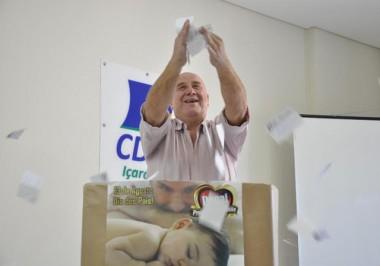 Promoção do Dia dos Pais premia primeiros clientes em Içara