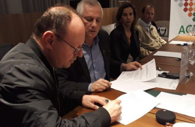 Sandro Serafim assina pauta empresarial de Içara