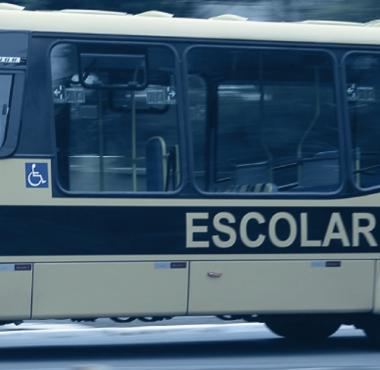 Estado e Município devem oferecer transporte escolar para alunos do CEJA