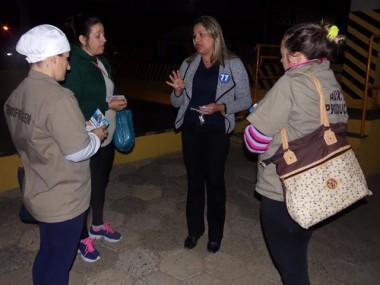 Dalvania Cardoso madruga em portas de fábricas