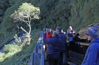 Governador inspeciona obras na Serra do Corvo Branco