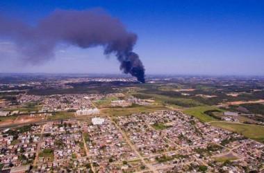 Fumaça do incêndio na Cristalcopo é visível em toda região