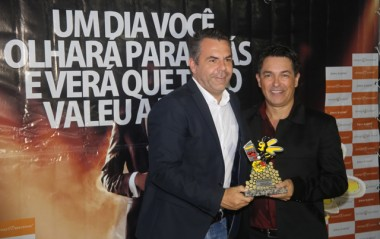 Vampiro comenta sobre o Destaque Içarense 2017