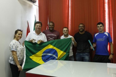 Velocista propõe novo projeto de atletismo nos bairros em Içara