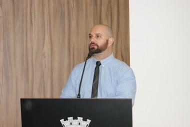 Duca Zata protocola projeto sobre obras paralisadas