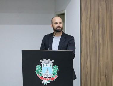 Vereador Duca Zata solicita identificação em ruas de Içara