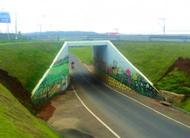 """Mais um acidente com motociclista no """"joelho"""" do viaduto do PV"""