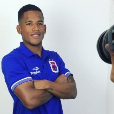 Tigre entra em acordo com atacante Vitor Feijão