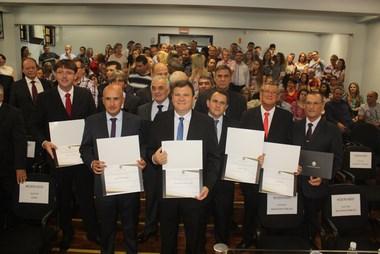 Jairo Custódio e Luiz Gustavo da Luz são diplomados