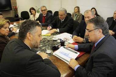 Governador recebe embaixador do Canadá para tratar de parcerias na área de inovação e tecnologia