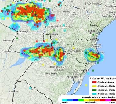 Previsão de chuva, ventos fortes, raios e granizo em SC