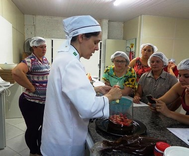 Workshop de Confeitaria de Natal é oferecido no Unibave