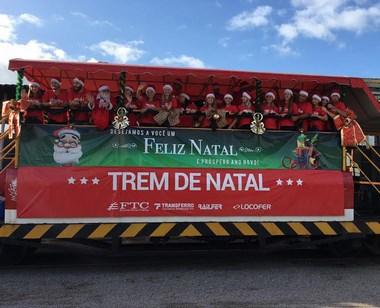 Dez mil crianças recebem presentes no Trem de Natal da FTC