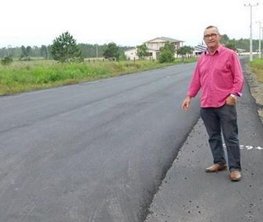 João Abílio confere pavimentação e articula obra complementar