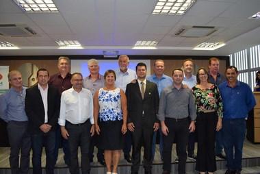 Prefeita de São José é eleita presidente da FECAM