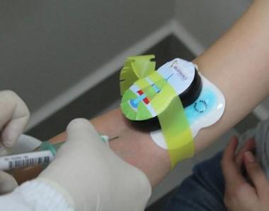 Tecnologia permite vacinas e coletas de sangue sem dor