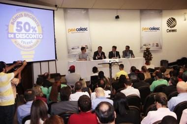 Colombo acompanha entrega de recursos a entidades filantrópicas