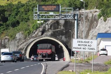 DNIT/SC reforça sinalização no Morro do Formigão