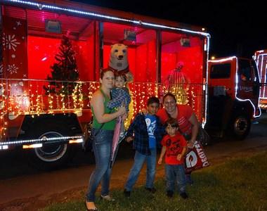 Caravana da Coca-Cola faz parada no Criciúma Shopping