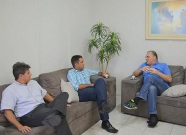 Presidente do Legislativo recebe OAB em seu gabinete