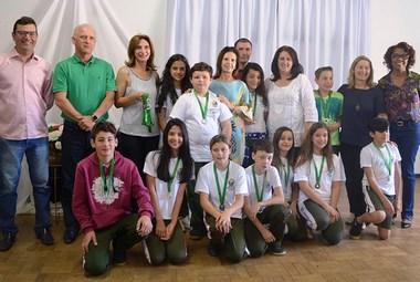 Alunos recebem medalhas do 3º Prêmio ACIC de Matemática