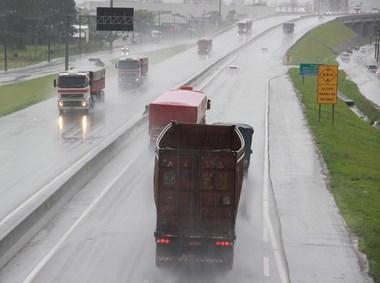 DNIT/SC alerta para cuidados com chuvas no final do dia