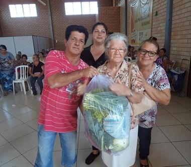 Entrega de cestas de legumes Família Feliz em Içara