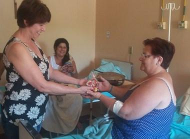 Voluntários levam carinho ao Hospital São Donato