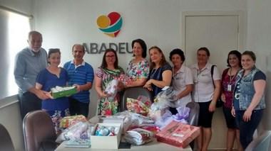 Projeto Paninho Amigo de Cocal faz doação de kits artesanais