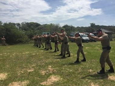 PMs do 19º BPM recebem treinamento de tiro defensivo